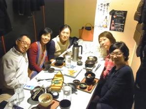 Ayako先生(中央一番奥)とスタッフ4人。渋谷の居酒屋にて